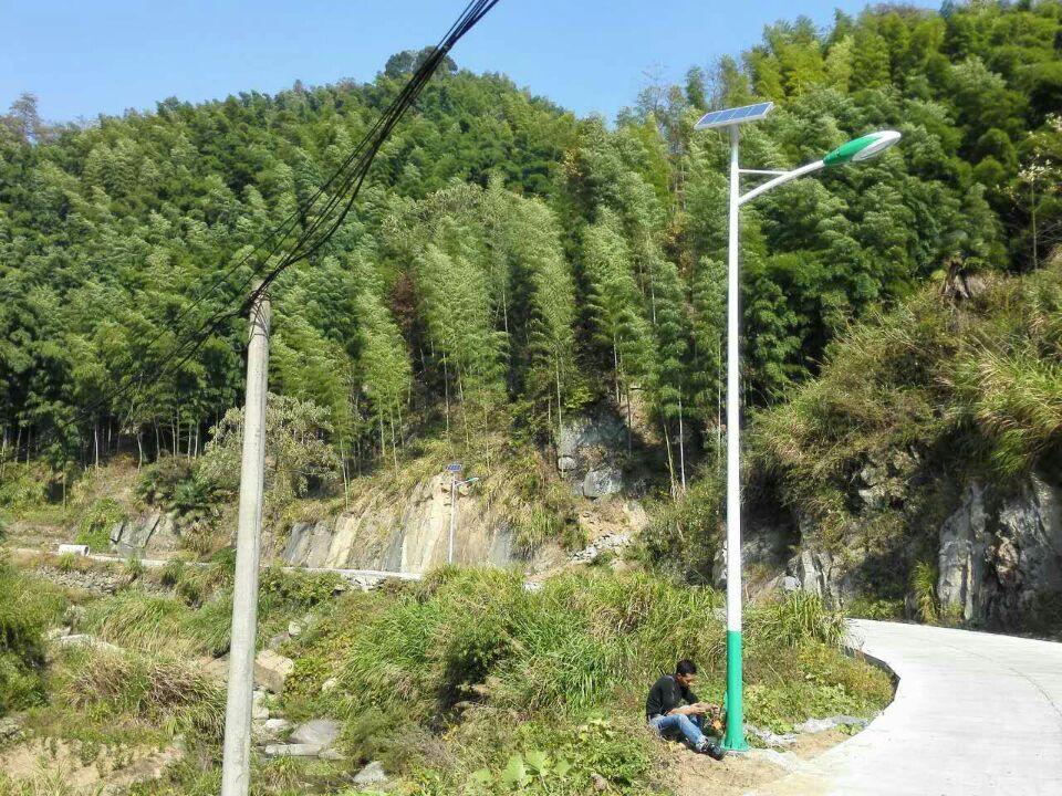 贵州贵阳6米太阳能路灯案例